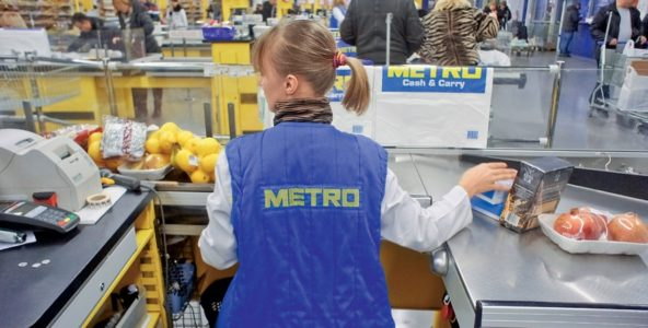 на кассе магазина METRO